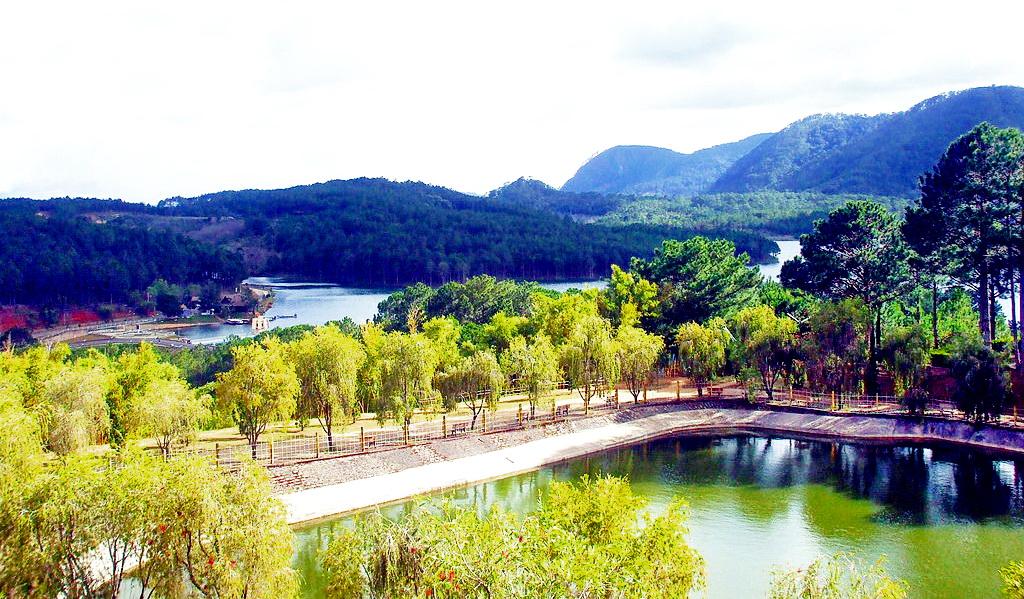 phong cảnh thiền viện Trúc Lâm Đà Lạt
