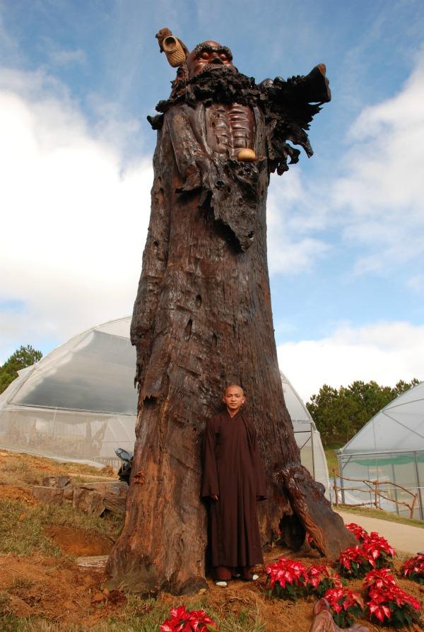Tượng Bồ Đề Đat Ma bằng gỗ sao